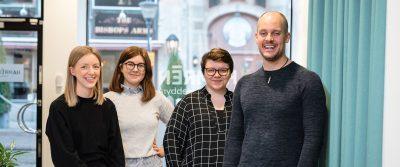 Hamréngänget samlade på kontoret i Norrköping. Från vänster: Sanna Wohlin, Rebecca Löfgren, Silvia Lupuianu och Rickard Hamrén.