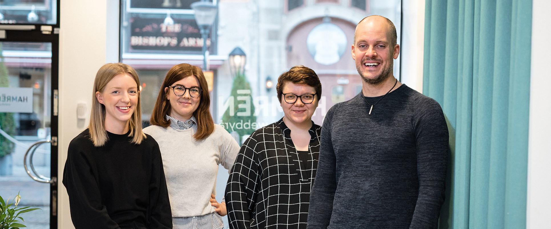 d1e13b20e3a Hamréngänget samlade på kontoret i Norrköping. Från vänster: Sanna Wohlin,  Rebecca Löfgren,