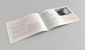 Insidan av Magnoliagruppens broschyr. Broschyren går i företagets pastelliga toner – rosa, beige och mintgrön.